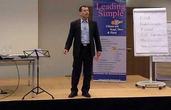 Andreas Schlatter beim Führungskräfteseminar Leading Simple
